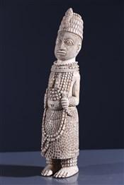 Art africain - Ivoires - Statuette Oba Benin en ivoire