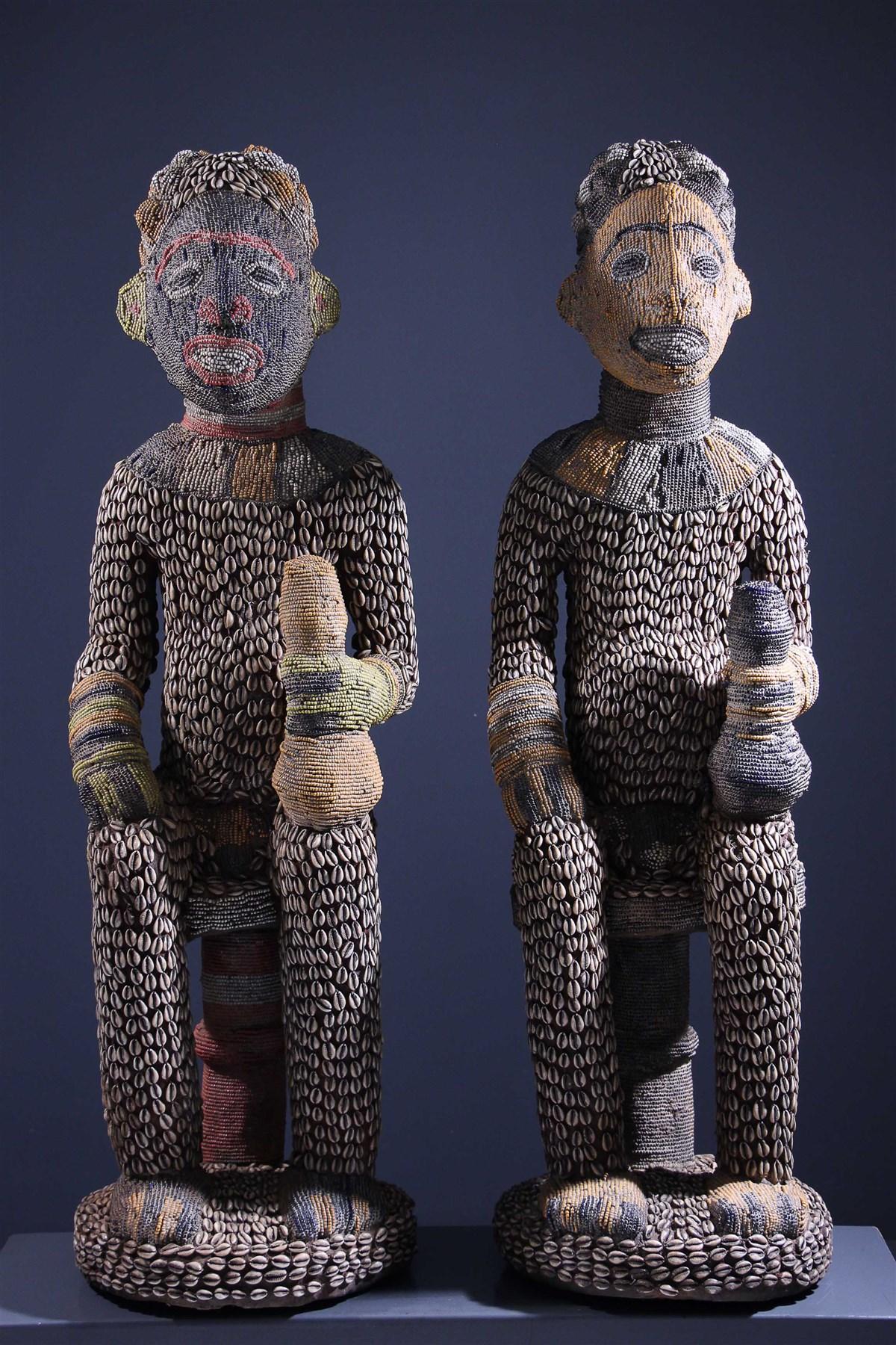 Couple de grandes statues perlées Bangwa - Art africain