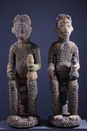 Couple de grandes statues perlées Bangwa