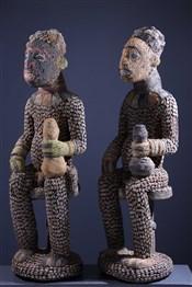 Statues africainesCouple de grandes statues perlées Bangwa