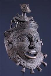 Masque africainMasque Tikar en bronze