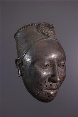 Masque commémoratif Ifé en bronze