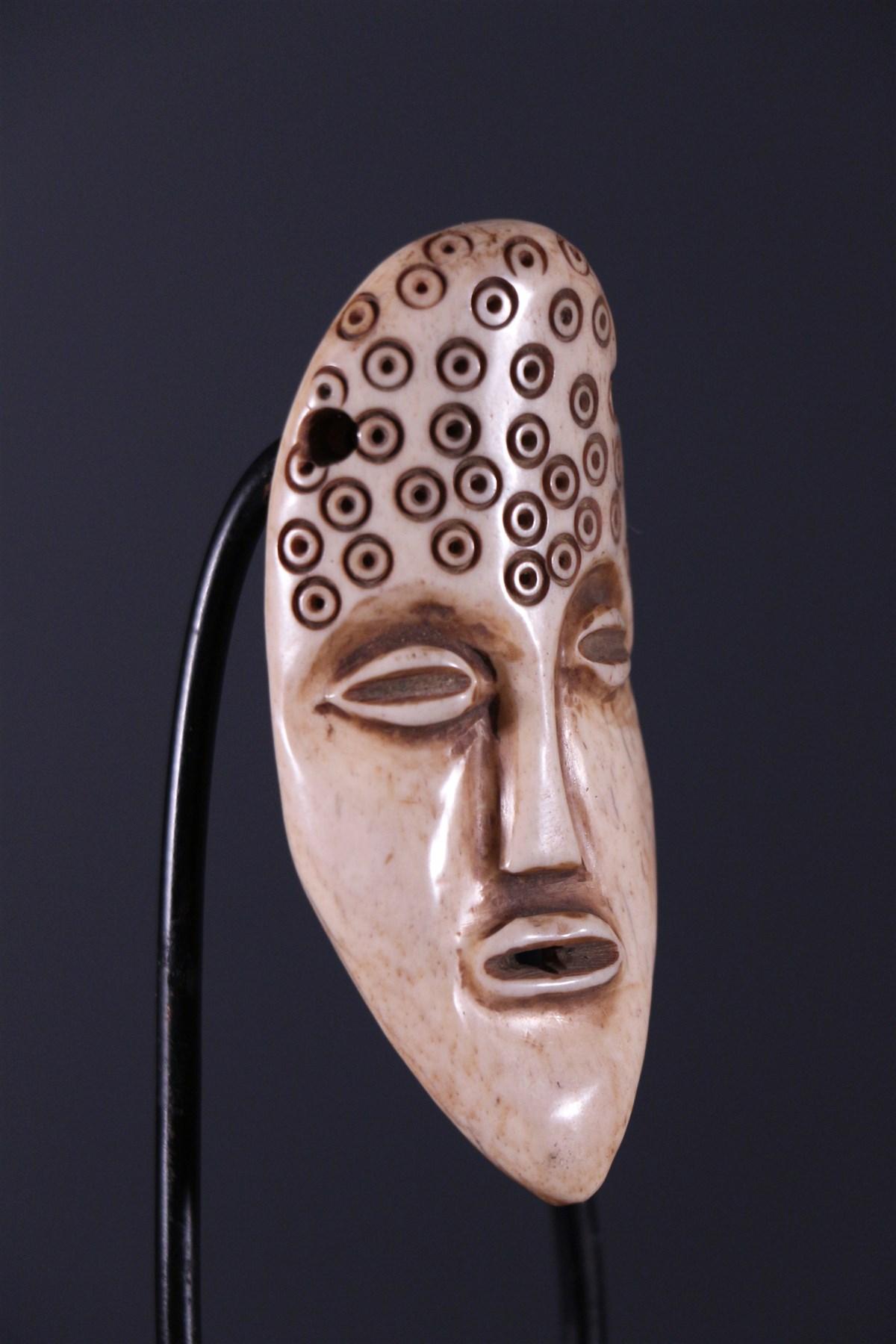 masque africain en os